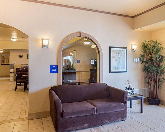 Stanton, TX: Lobby with sitting area