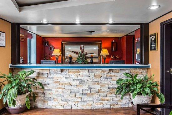 Quality Inn Goose Creek : Front desk