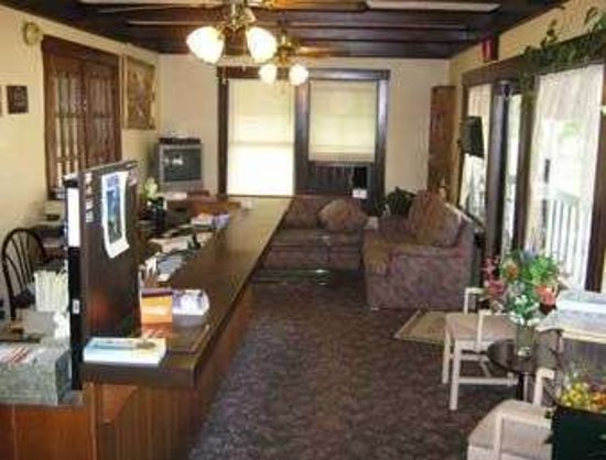 Endwell, NY: Front Desk And Lobby Seating Area