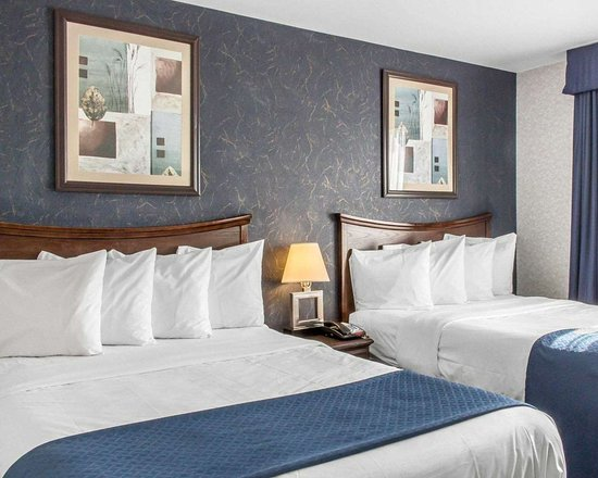 Floral Park, NY: Guest room with double beds