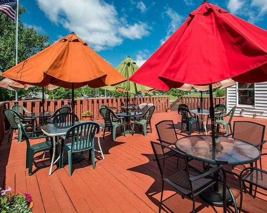 Lakeville, NY: Relaxing patio area