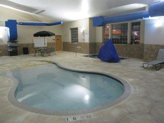 Blaine, MN: Indoor Whirlpool
