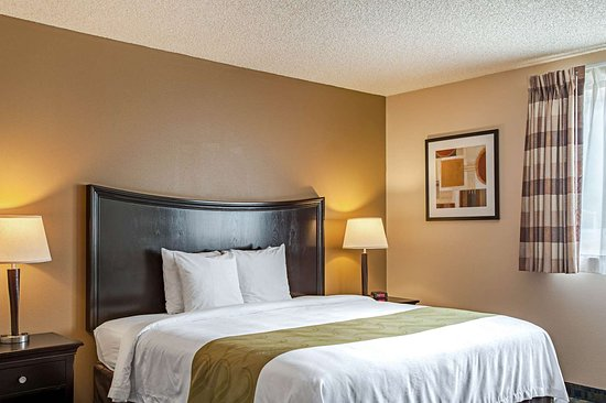 Pacific, WA: King suite