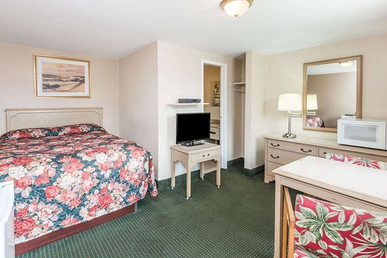 Angus, Canada: 1 Queen Bed Room