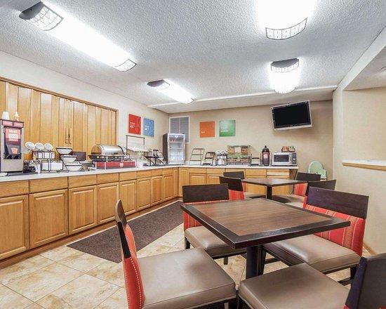 Comfort Inn: Free hot breakfast