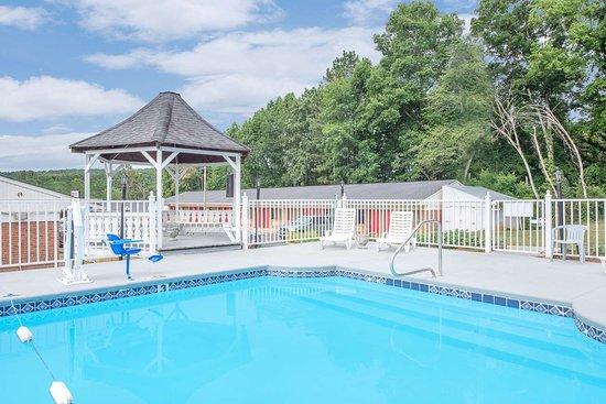 Anniston, AL: Pool