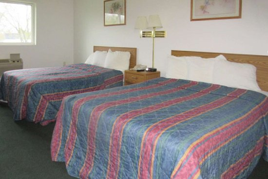 Stanley, WI: Guest room with two beds
