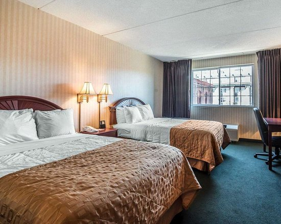 Clarion Hotel: Guest room with double beds