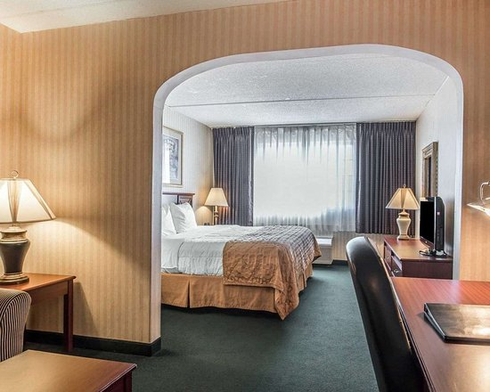 Clarion Hotel: Guest room with added amenities
