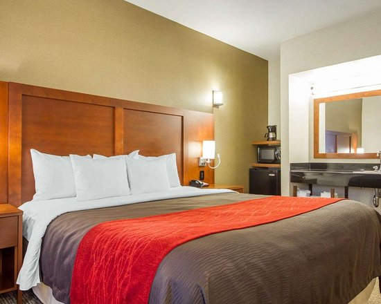 Comfort Inn & Suites San Francisco Airport WEST: Spacious suite with added amenities