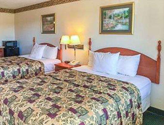 Sandersville, GA: 2 Bed Room