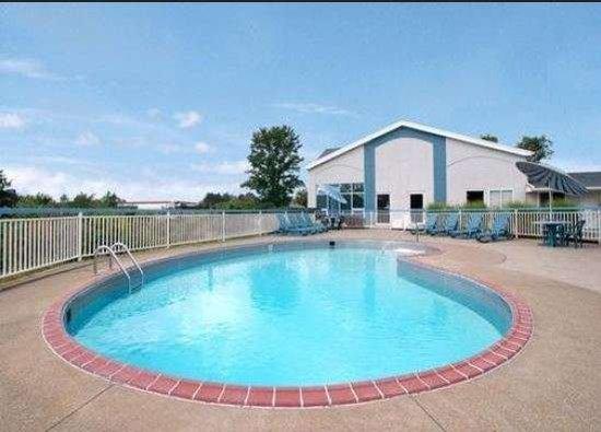 Elyria, OH: Pool
