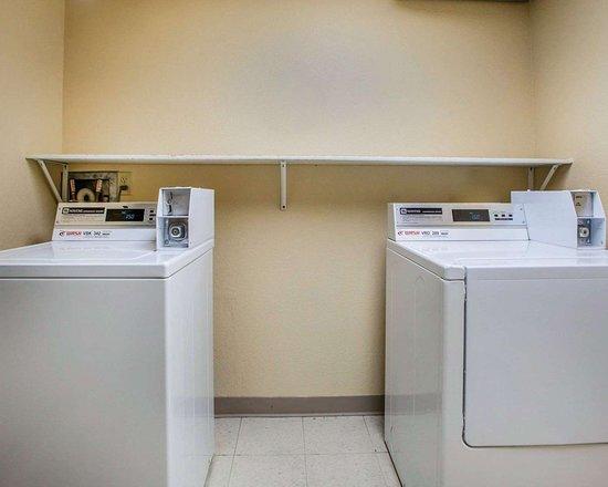 Comfort Inn & Suites: Guest laundry facilities