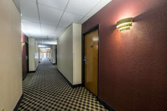 Franklin, OH: Interior Corridor