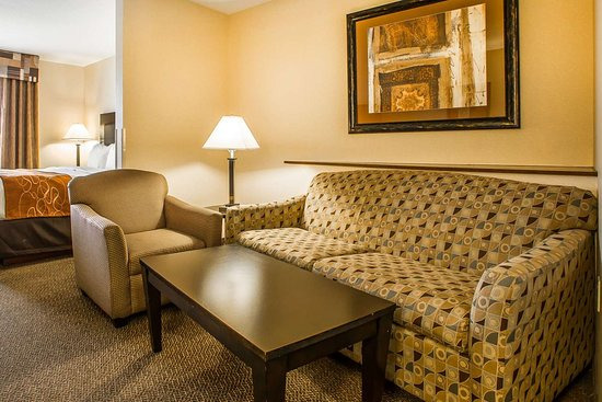 Comfort Suites Oshkosh: King suite