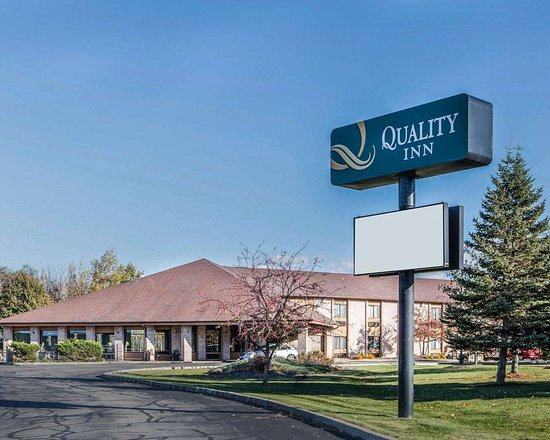 Quality Inn Central Wisconsin Airport hotel in Mosinee, WI
