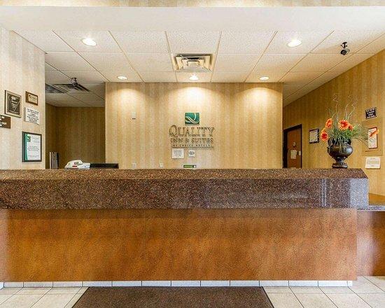 Lodi, WI: Front desk with friendly staff