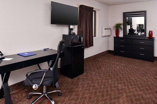 South Sioux City, NE: Jacuzzi Suites Amenities