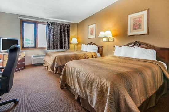 Beaver Dam, WI: Guest room with queen bed(s)
