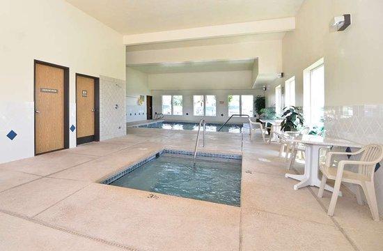 Sunnyside, WA: Indoor Hot Tub