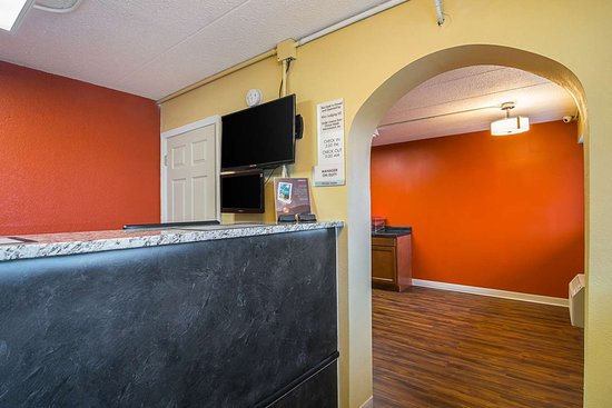 South Holland, IL: Front desk
