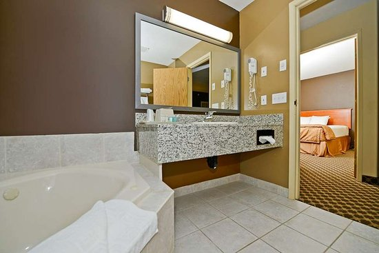 Strathmore, Canada: Guest Bathroom
