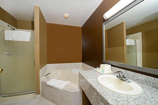 Strathmore, Canada: Suite Guest Bathroom