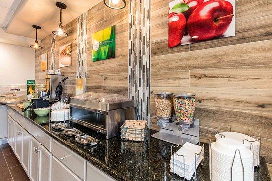 Valley, AL: Breakfast counter