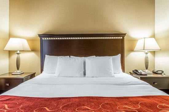 Comfort Suites Kings Bay Naval Base Area: King suite