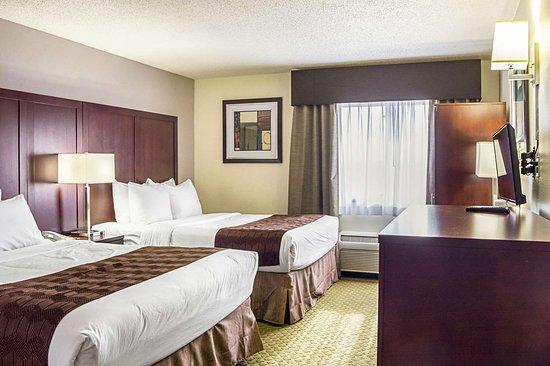 Clackamas, OR: Guest room with queen bed(s)
