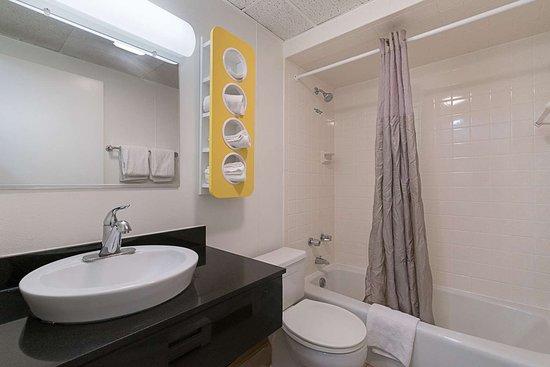 Frackville, PA: bathroom