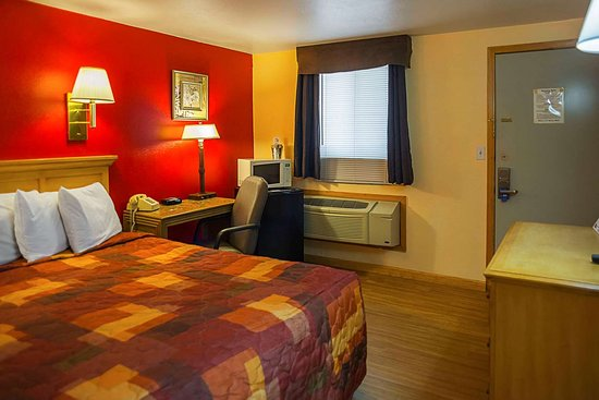 Buffalo, Wyoming: Guest room with king bed