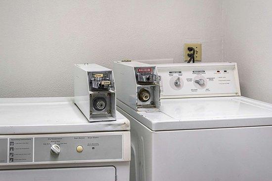 Clackamas, OR: Guest laundry facilities