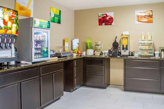 Quality Inn & Suites Maggie Valley - Cherokee Area : Breakfast area