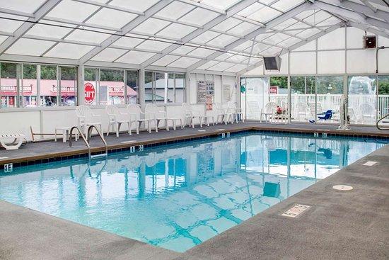 Quality Inn & Suites Maggie Valley - Cherokee Area : Indoor heated pool