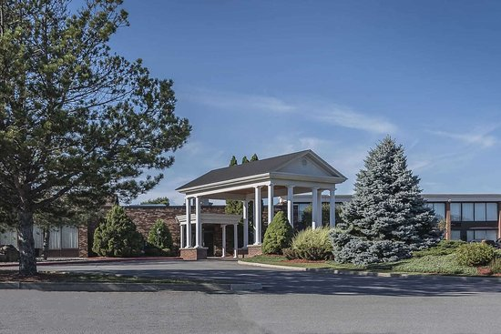 Rodeway Inn and Suites : Hotel exterior