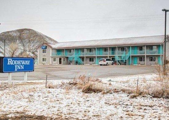 Caineville, UT: Hotel exterior