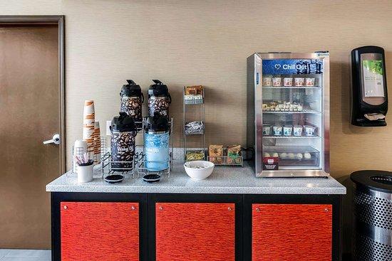 Comfort Suites Airport: Free coffee