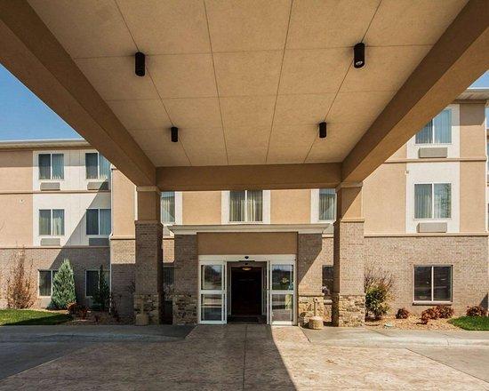 Sleep Inn & Suites: Hotel entrance