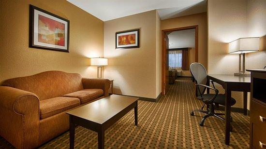 Best Western Plus Edinburg Inn & Suites: Suite Living RoomExecutive Suite Liv