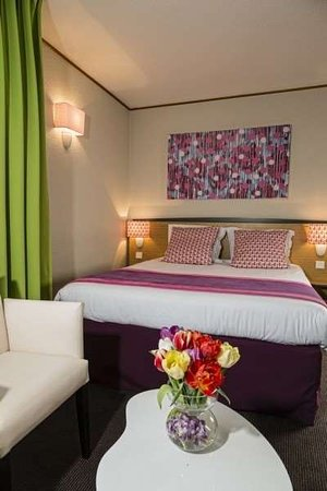 Hotel Paris Louis Blanc: Exterior view