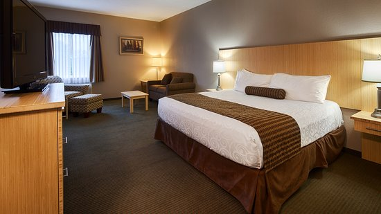 Best Western Sioux Lookout Inn: King Bed Guest Room