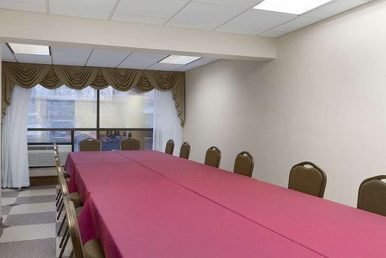 Rochelle Park, NJ: Meeting Room