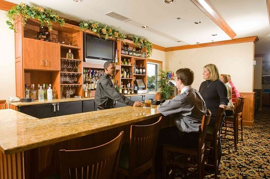 Holiday Inn Hotel & Conference Center: Bar/Lounge