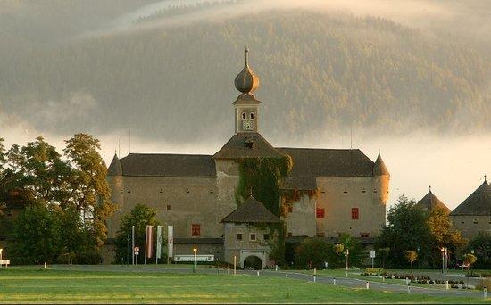 Schloss Gabelhofen: Exterior
