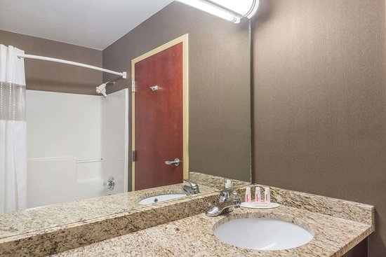 Catlettsburg, KY: Guest room bath