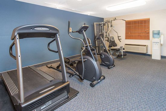 Ramada by Wyndham Springfield North: Health club