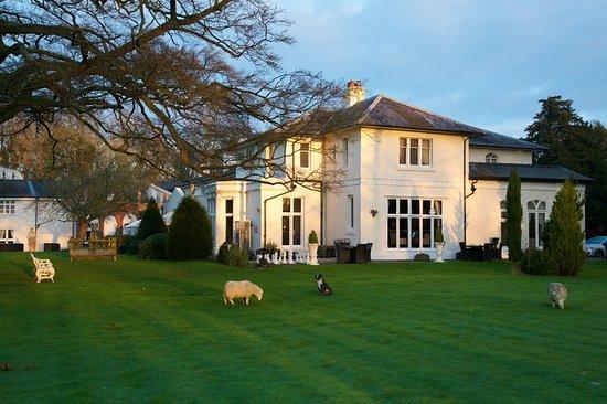 Hallmark Hotel Wrexham Llyndir Hall near Chester: Exterior