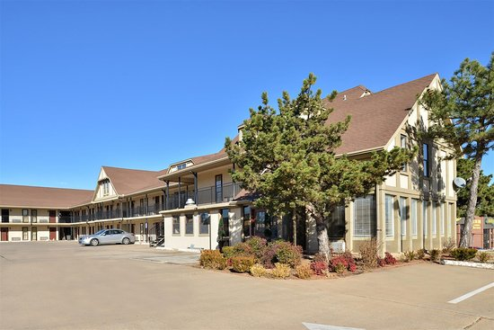 Americas Best Value Inn - Edmond / Oklahoma City North: Side Exterior