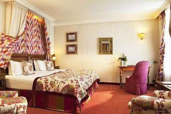Au Manoir Saint Germain De Pres: Guest room